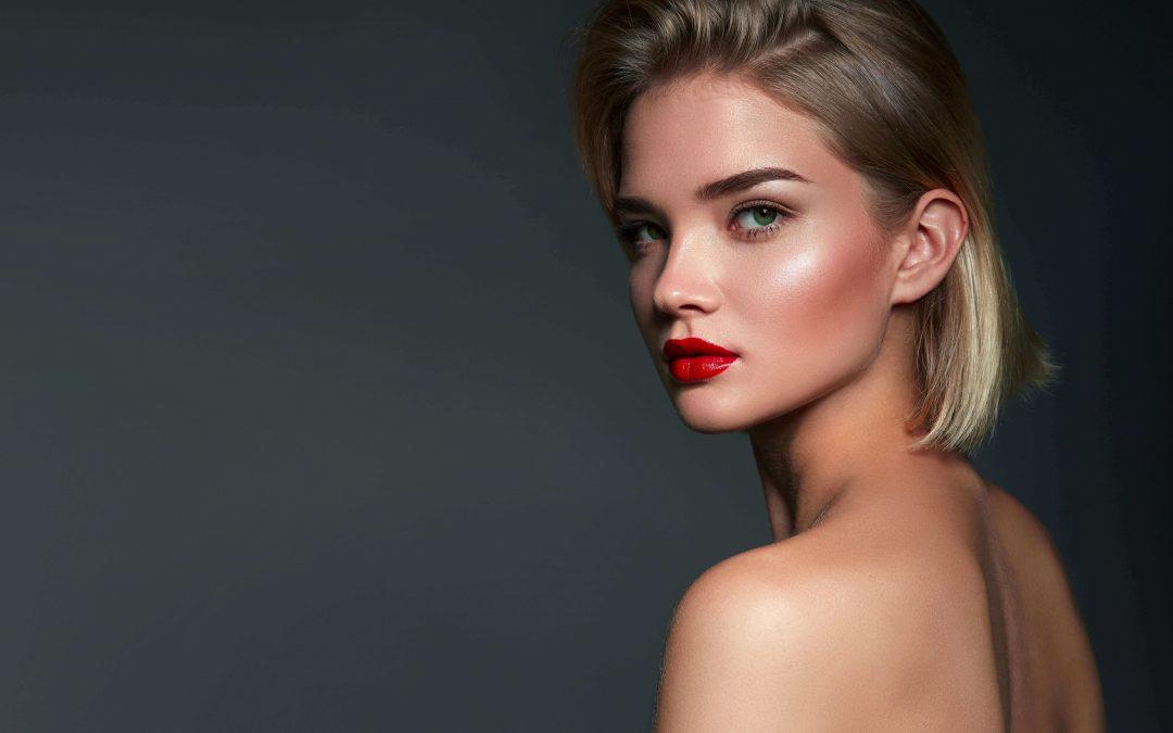 Make-up effetto glow: uno dei trend più amati del 2020