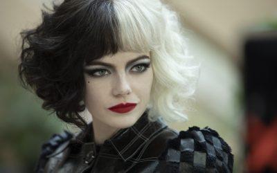 Cruella Hair: l'hairstyle bicolore torna di moda con Crudelia De Mon